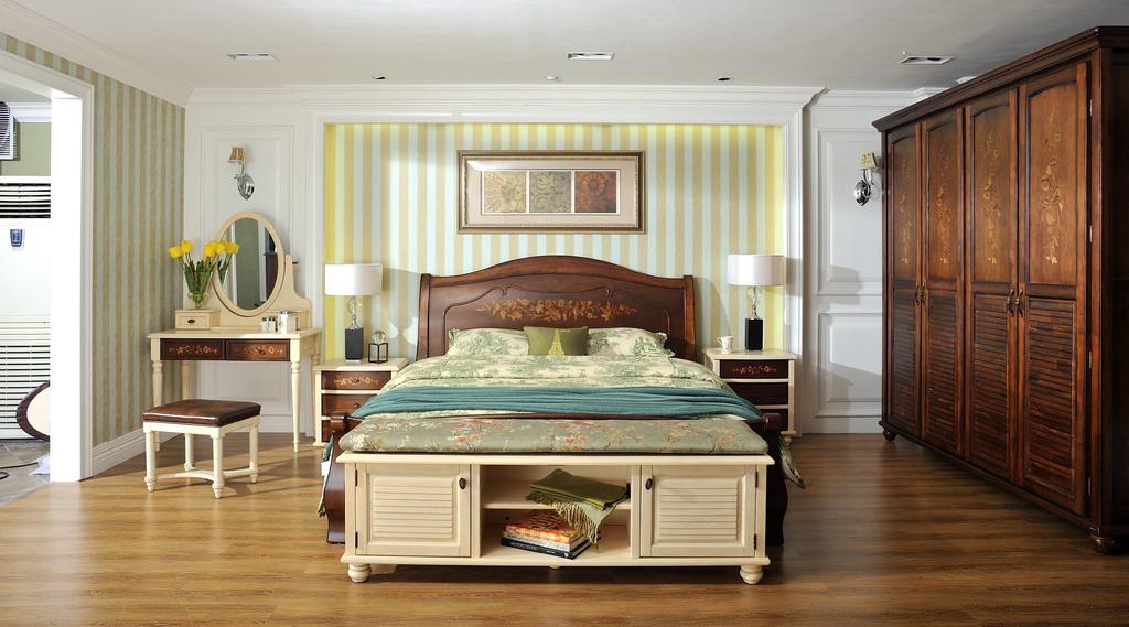 【导读】衣柜一般用什么木材 常见木料有哪些 实木常见木材特性 实木家具从容大气,自然质朴,非常符合追求本真的朋友的期待,随着人们对生活品质的要求逐渐提升,实木家具成为人们在购买家具时的首选。在挑选实木家具时,你会认识到很多木材,但是它们都有什么特性呢?哪种木材更适合你呢?来看看小编为你精心总结的实木衣柜常见的十大木材介绍吧!