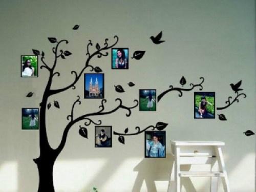 照片墙用绳子,灯带或铁丝等悬挂起来,看